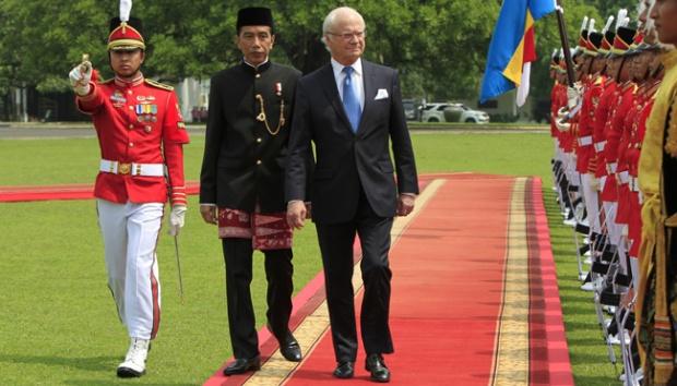 Raja Carl XVI Gustaf & Presiden Joko Widodo sebelum ke Bandung naik Kereta Api
