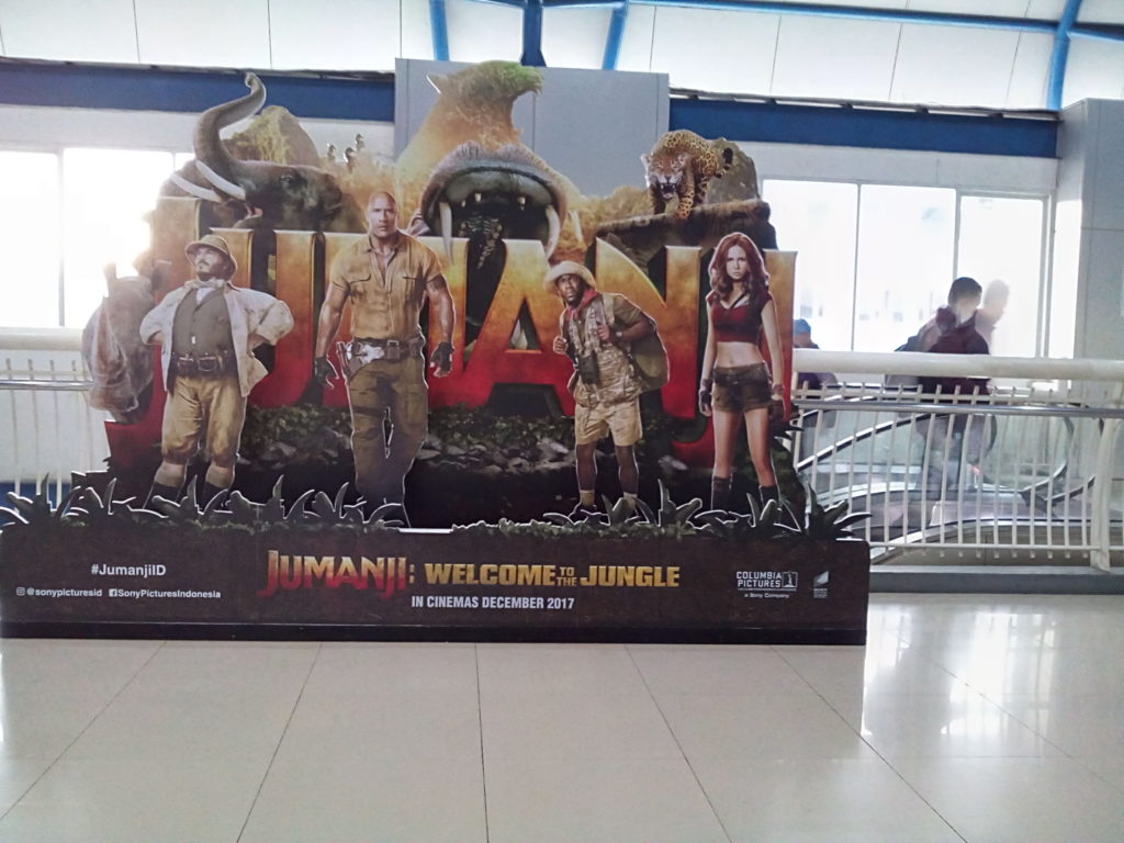 Photo Booth Tokoh-tokoh Film Jumanji di Stasiun Palmerah