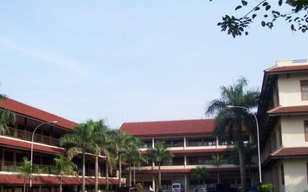 KMP Peduli Bantu Isi Quesioner Mahasiswi Universitas Tirtayasa
