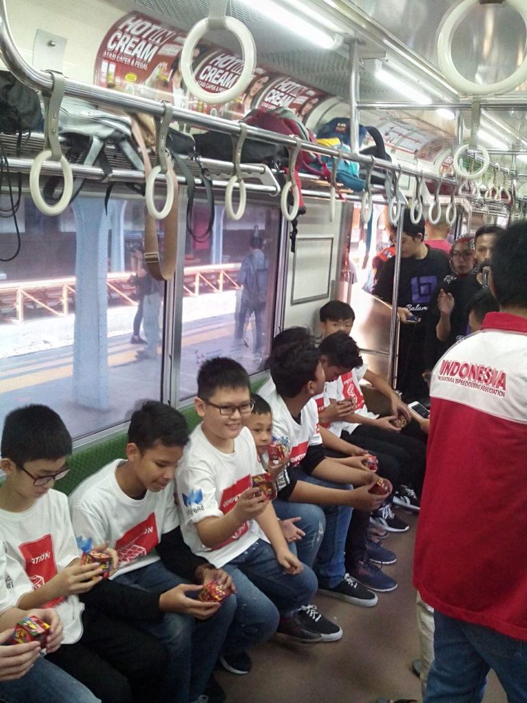Rekor Dunia : KCI Selenggarakan Rubik's On The Train