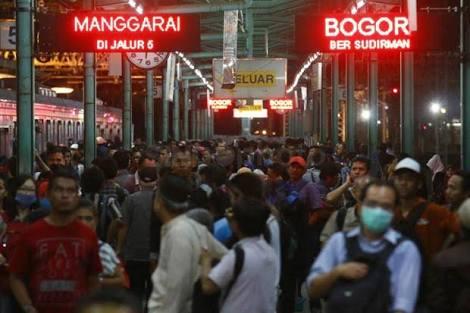 Kepadatan Penumpang di Stasiun Manggarai (Foto : Tim Redaktur KMP News)