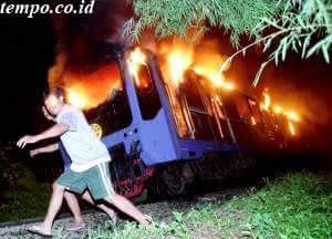 KRL Holec Terbakar Di Simprug